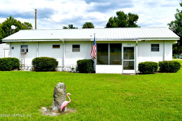 102 LAKE DR, CRESCENT CITY, FL 32112