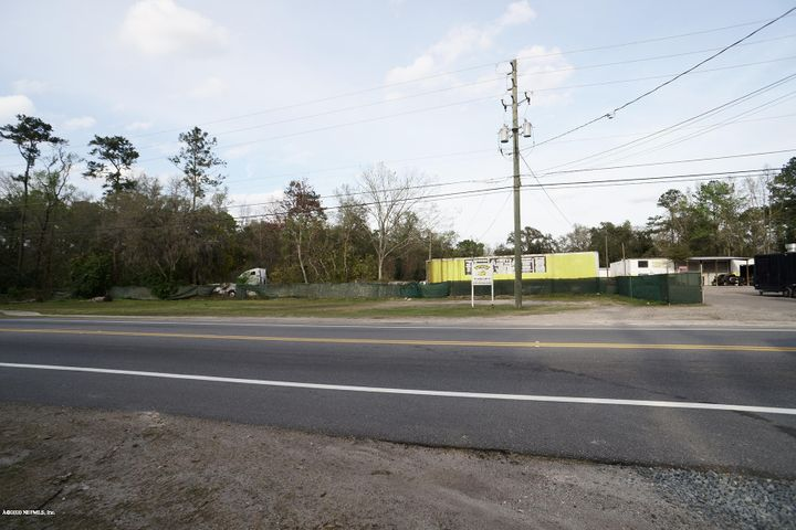 Excellent location for storage yard with out buildings that can service Semi Trucks & automotive services. This property allows a lot possibilities. (wrecker yard, auto repair, storage yard, etc) Easy access to I-295 & I-10. Which includes large office area with lunch room & restrooms.