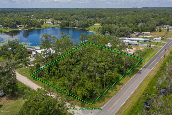 Perfectly nestled outside of Interlachen this vacant lot offers lakefront access to Sand Hill Pond which connects to Jewel Lake. Perfect for you private weekend retreat or your forever lakefront home & enjoy fishing, boating and swimming. Only minutes away from central Interlachen.