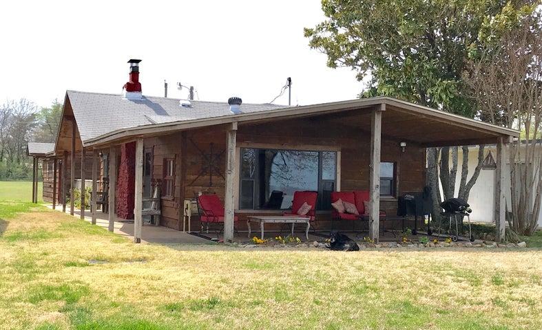 Cabin on Grand Lake OK