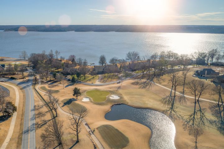 Perfect Location - Shangri La Golf Course, Spa, Restaurants, Marinas, and Grand Lake!