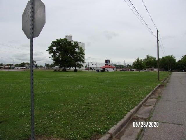 Corner of E Steve Owens Blvd & D St SE, Miami, OK 74354