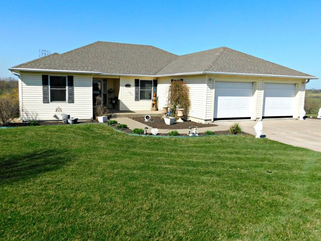 27229 ROLLING HILLS Drive, Maryville, MO 64468