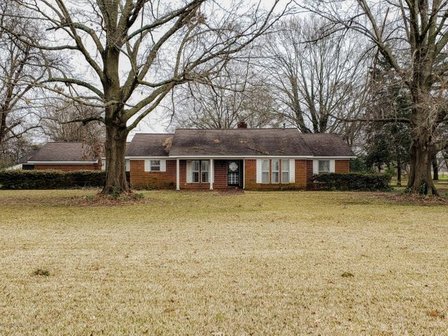 5415 Moon Lake Road, Dundee, MS 38626