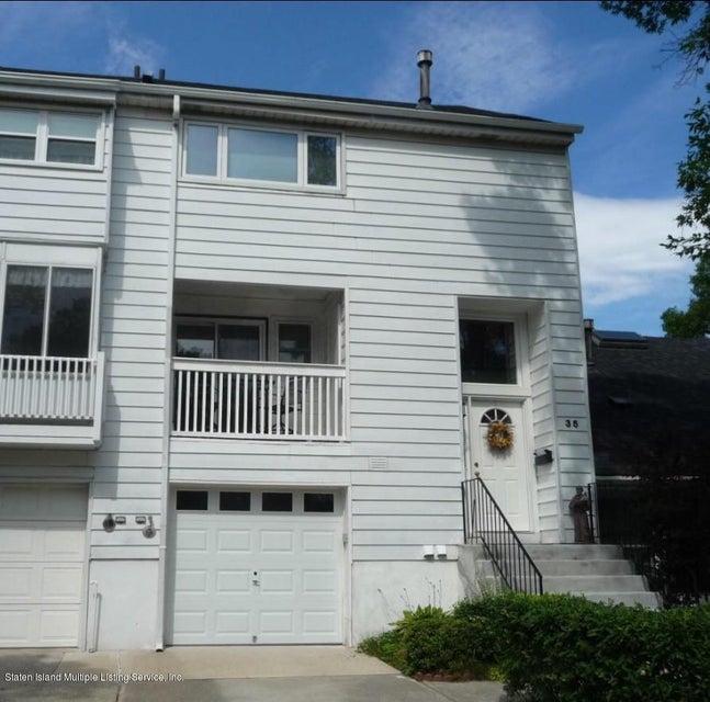 35 Hampton Green, Staten Island, NY 10312