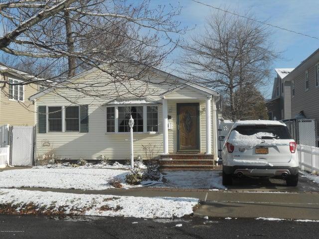 33 Ramblewood Avenue, Staten Island, NY 10308