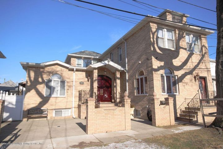 Beautifully renovated in 2008 w/well appointed custom amenities