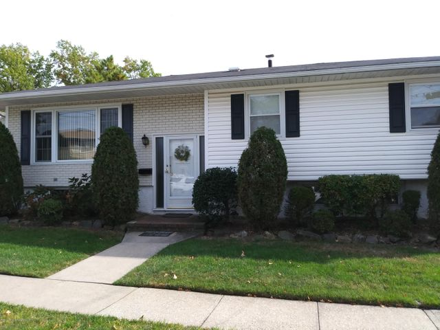 15 Greaves Court, Staten Island, NY 10308