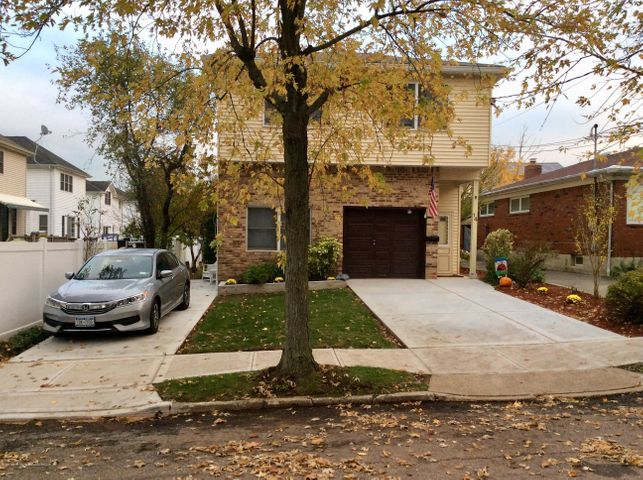 14 Rochelle Place, Staten Island, NY 10312