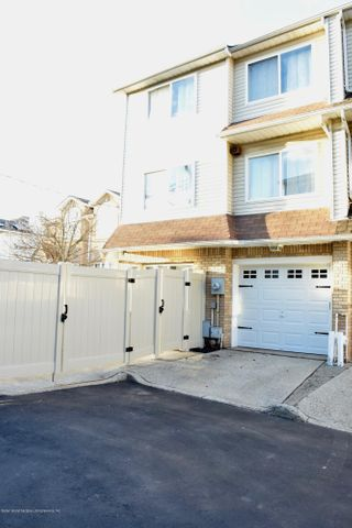 66 Ashley Lane, Staten Island, NY 10309