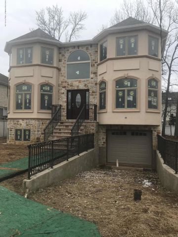 7 Tucci Court, Staten Island, NY 10309