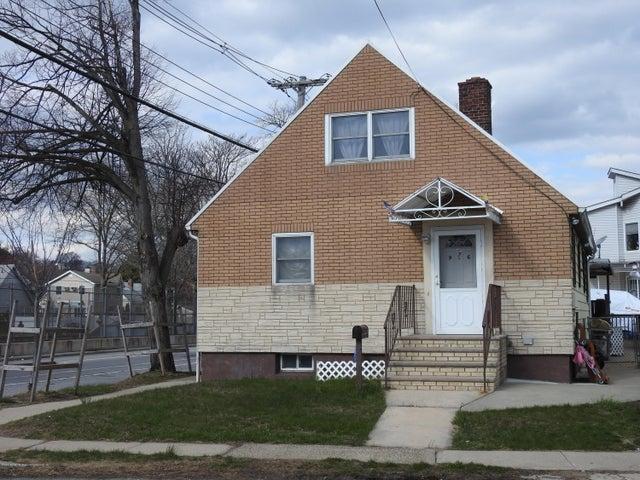 976 South Railroad Avenue, Staten Island, NY 10306