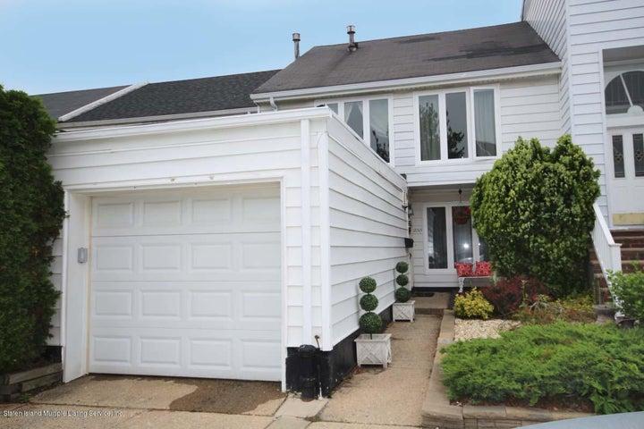 235 Hampton Green, Staten Island, NY 10312