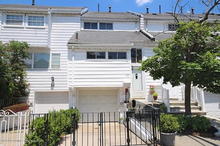 27 Dover Green, Staten Island, NY 10312