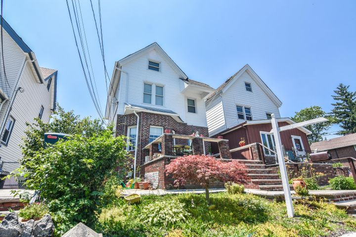 32 Wiman Place, Staten Island, NY 10305