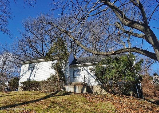 121 Longview Road, Staten Island, NY 10301