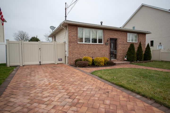 247 Woods Of Arden Road, Staten Island, NY 10312
