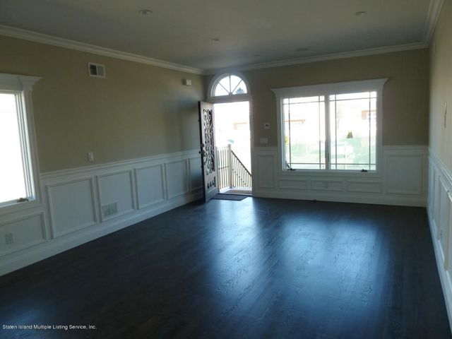 the following interior pictures are from THE Model and not for this listing.