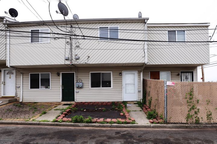 16 Betty Court, Staten Island, NY 10303