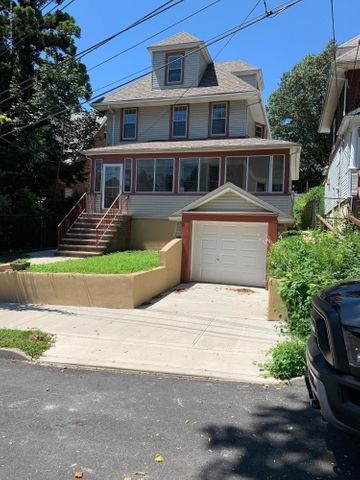 130 Highview Avenue, Staten Island, NY 10301