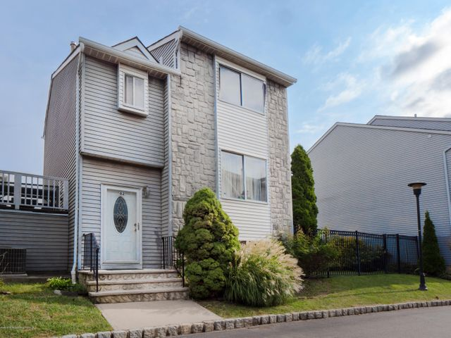 82 Regal Walk, Staten Island, NY 10303