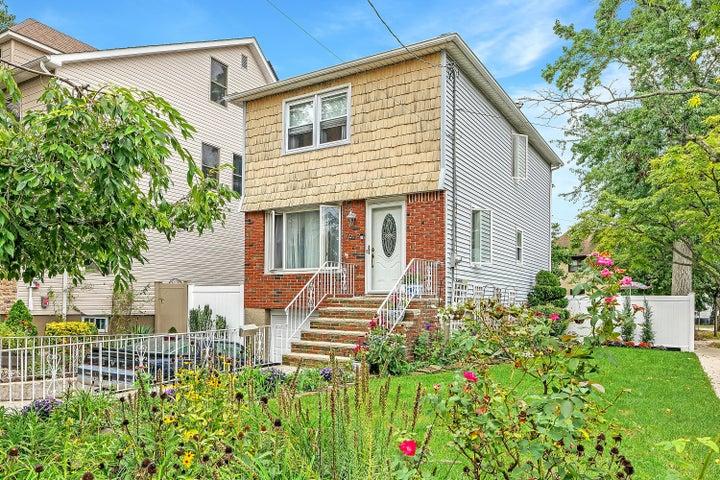7676 Amboy Road, Staten Island, NY 10307