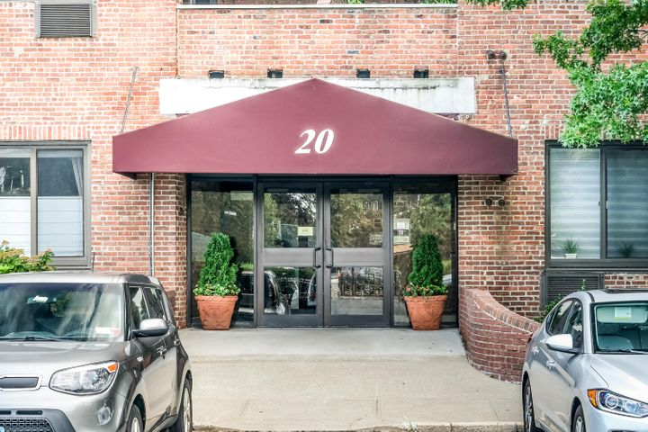 WELCOME TO 20 BAY STREET LANDING