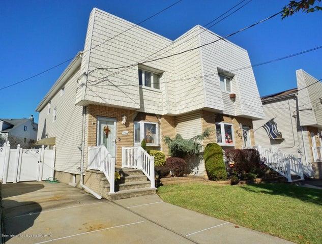 604 Drumgoole Road W, Staten Island, NY 10312