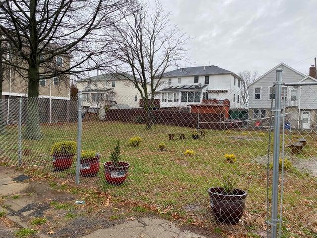 9 Iroquois St, Staten Island, NY 10305