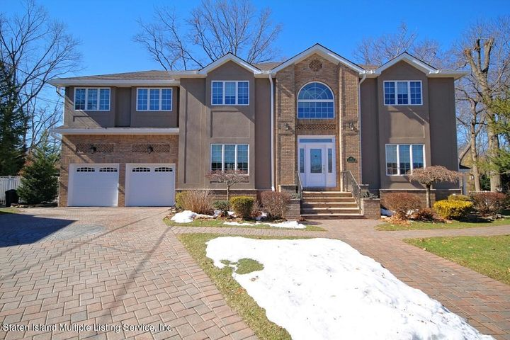 54 Hastings Court, Staten Island, NY 10309