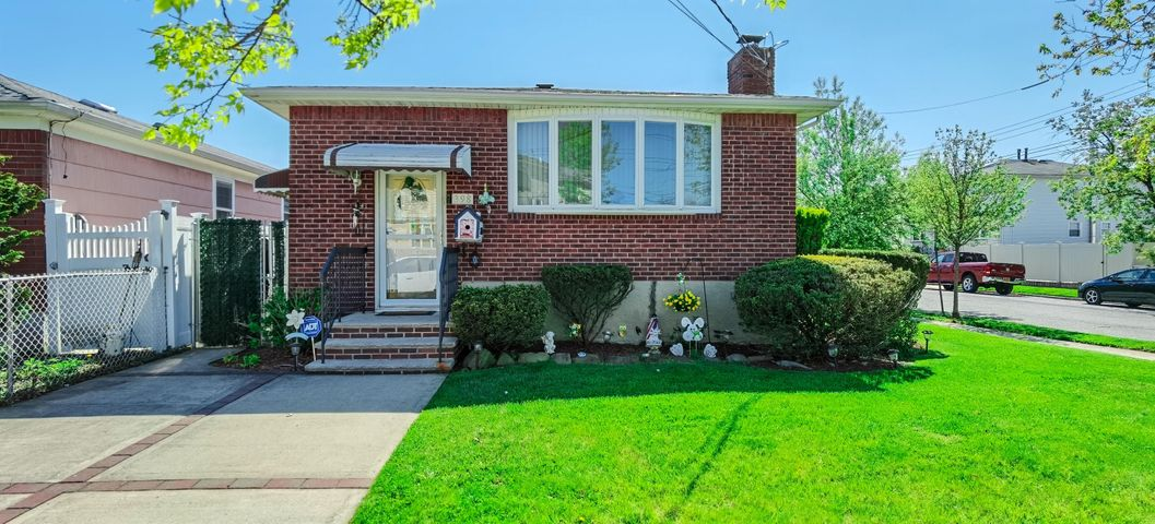 398 Adelaide Avenue, Staten Island, NY 10306
