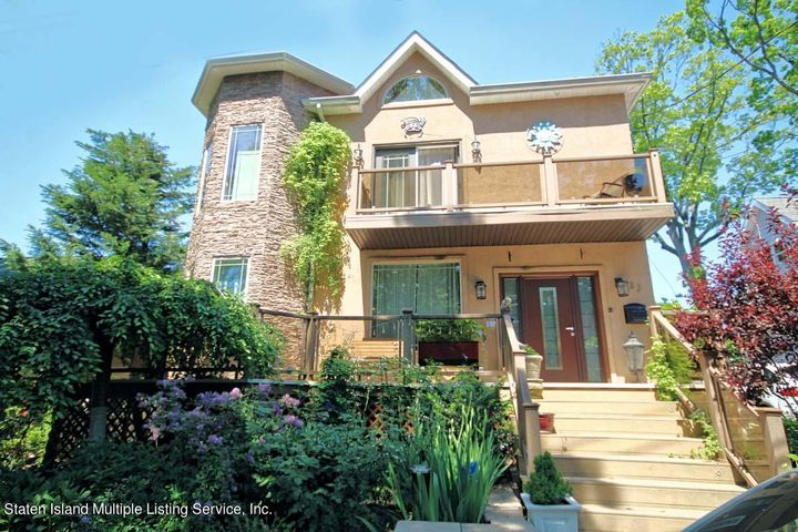 33 Lakeview Terrace, Staten Island, NY 10305