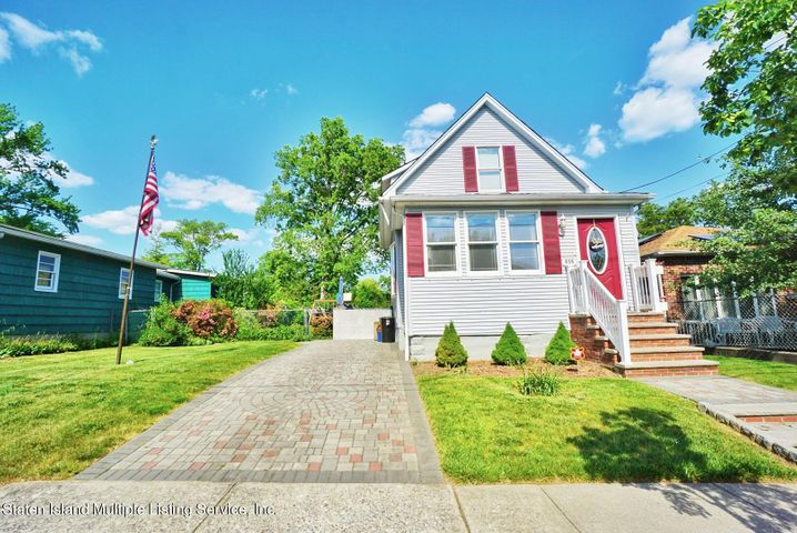 635 Wainwright Avenue, Staten Island, NY 10312