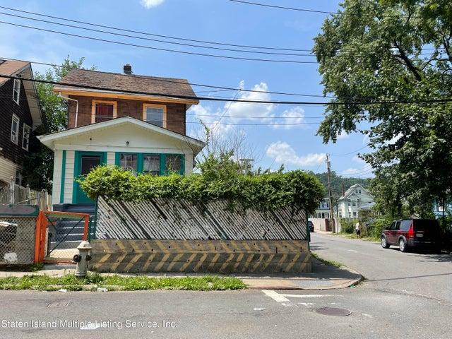 3 Bowen Street, Staten Island, NY 10304