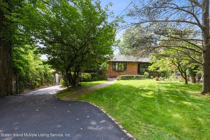 422 London Road, Staten Island, NY 10306