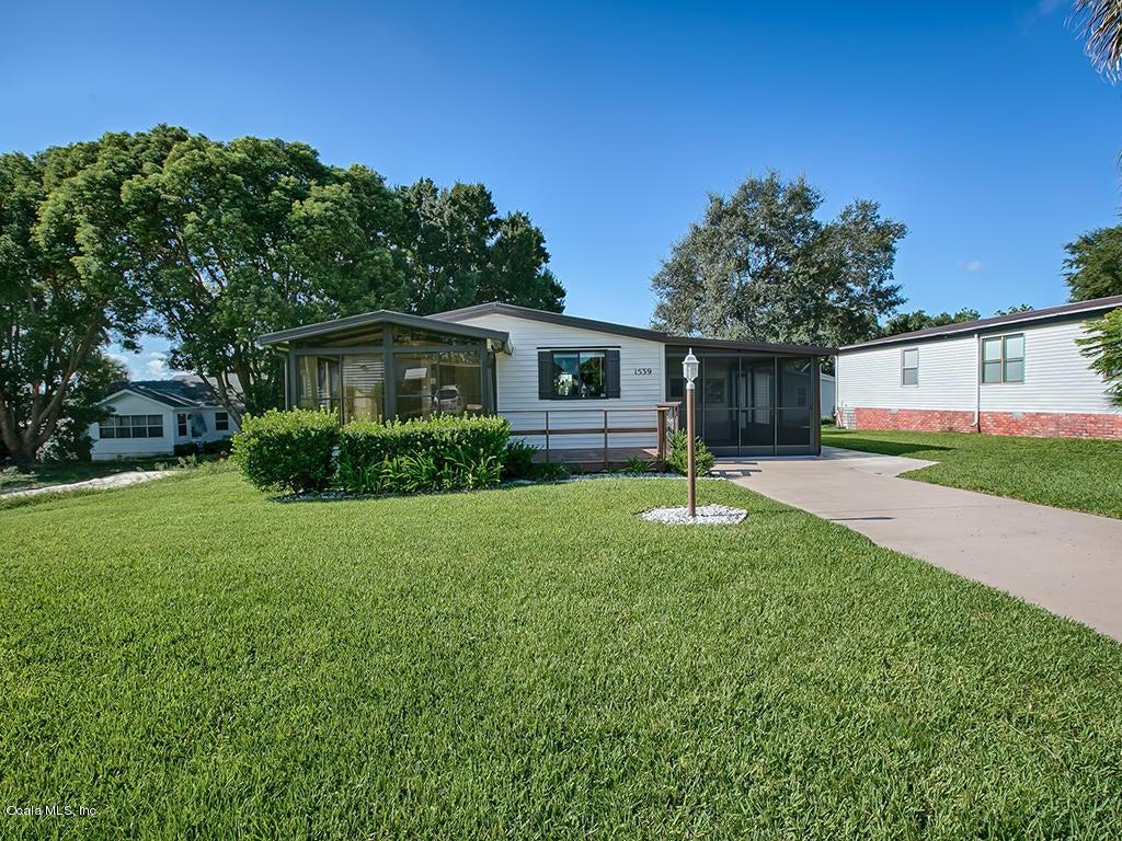 1539 W Schwartz Boulevard, Lady Lake, FL 32159
