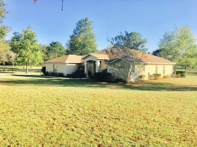4Br/3Br+Den, 2.5 Baths, on 1 Acre (Mini Farm W/Single Family Home)