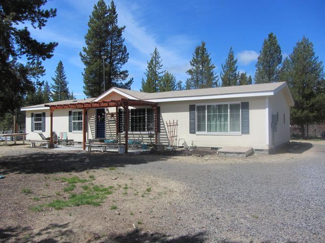 Inviting single-level in pine-treed neighborhood complete with foundation, fenced & gated, level lot.