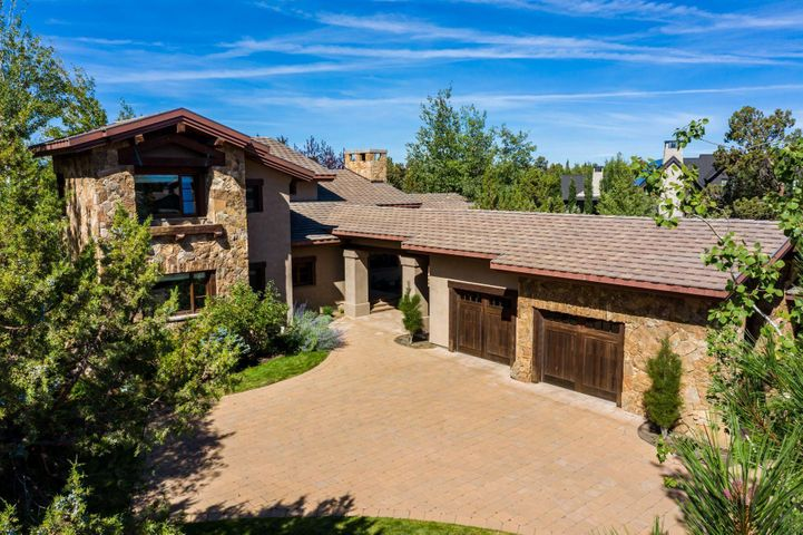 Welcome to 65885 Pronghorn Estates Drive.