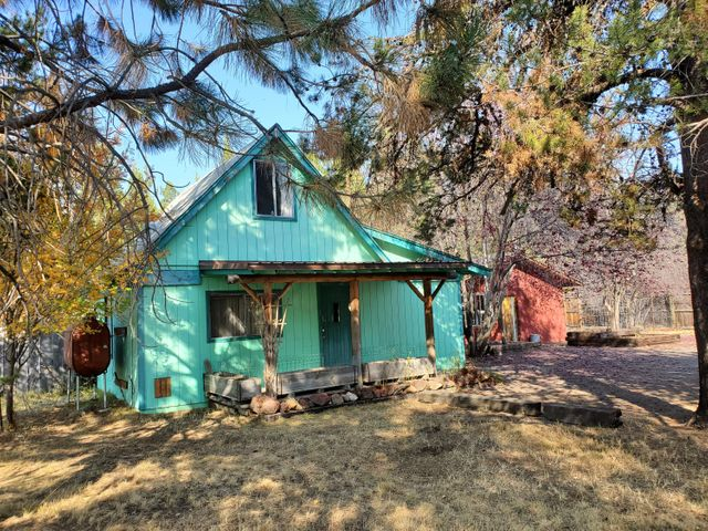 Your Rustic 1 bdrm (upstairs), 1 bath cabin on .34 acre. Covered front porch:)