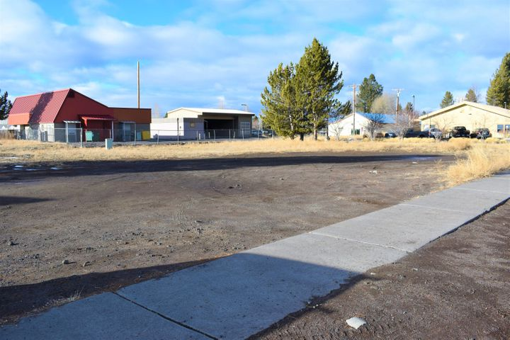 51455 Huntington Road, La Pine, OR 97739