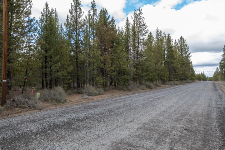 1200 Lot Gracies Road, Gilchrist, OR 97737