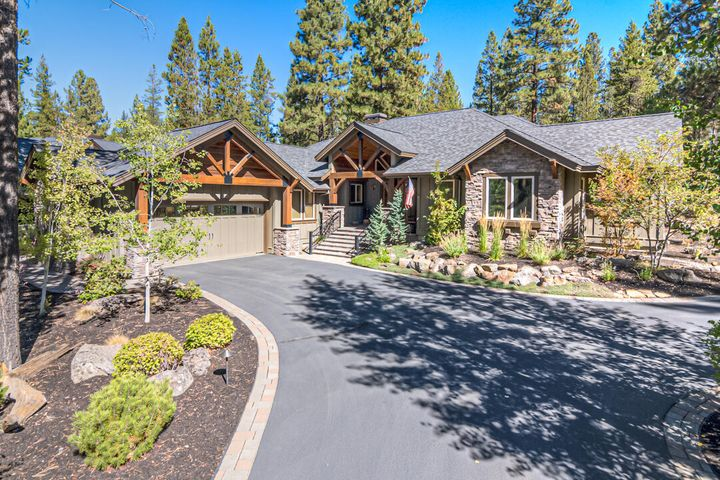 Comfortable, easy to live in, single-level, 4 bedroom and 4 bath, Caldera Springs home.