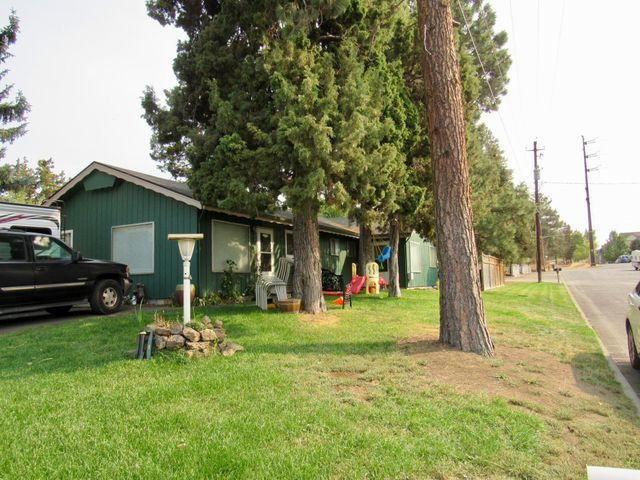 Great opportunity to own a multi-family property in the heart of Bend. Eachunit is 2 bedrooms and 1 bathroom. On a spacious corner lot. Close to VinceGenna, shopping, groceries and restaurants.