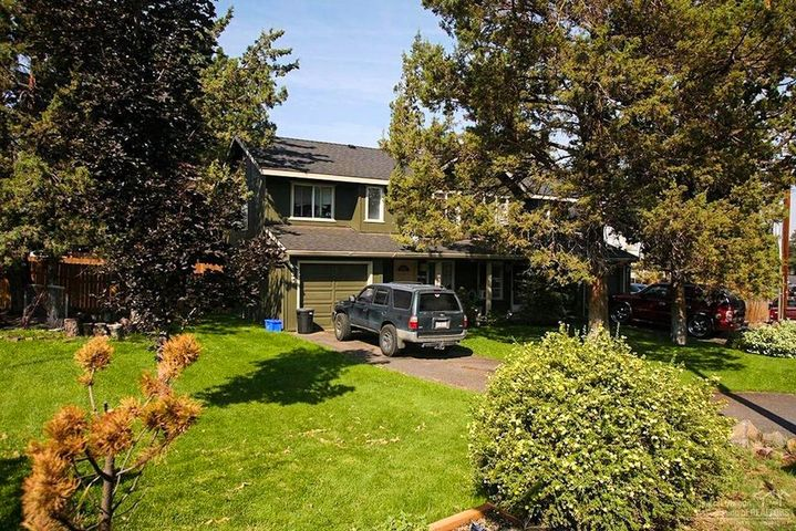 Excellent corner lot duplex in a great central location. Not too far from the Old Mill!