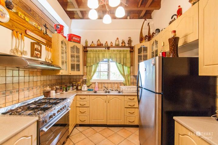 Casa Panama>Pacora>Cerro Azul - Venta:650.000 US Dollar - codigo: 15-2221