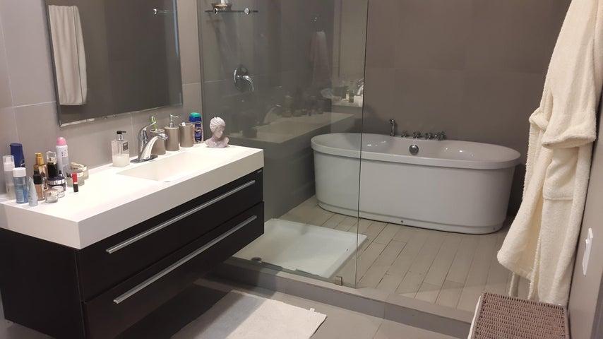 Apartamento Panama>Panama>Avenida Balboa - Venta:420.000 US Dollar - codigo: 16-557