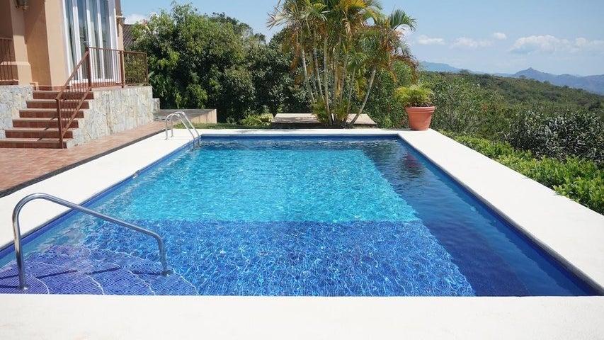 Rah 17 1443 casa en boquete for Boquete piscina