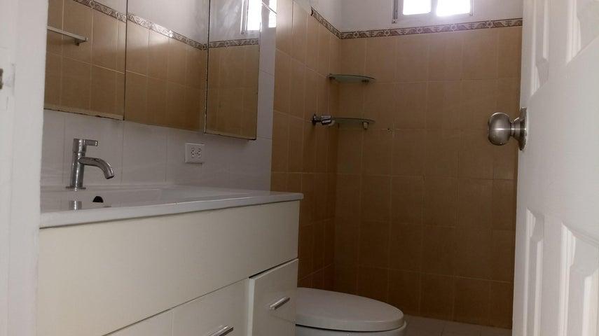 Apartamento Panama>Panama>Rio Abajo - Alquiler:700 US Dollar - codigo: 17-7036