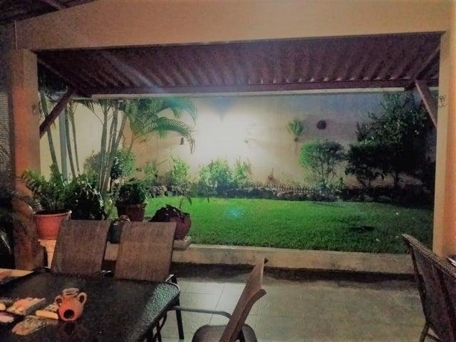Casa Panama>San Miguelito>Brisas Del Golf - Venta:225.000 US Dollar - codigo: 18-4821